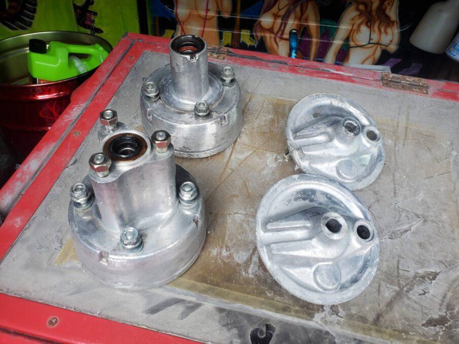 モンキーのハブにゼファー400のヘッドライトステーを塗装|塗装・カスタムペイント・エアブラシetc..